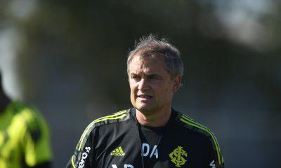 Aguirre durante treinamento da equipe
